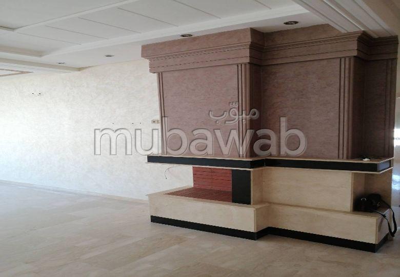 شقة للبيع بفاس. المساحة 165 م². خدمات الكونسياج ، و تكييف الهواء.