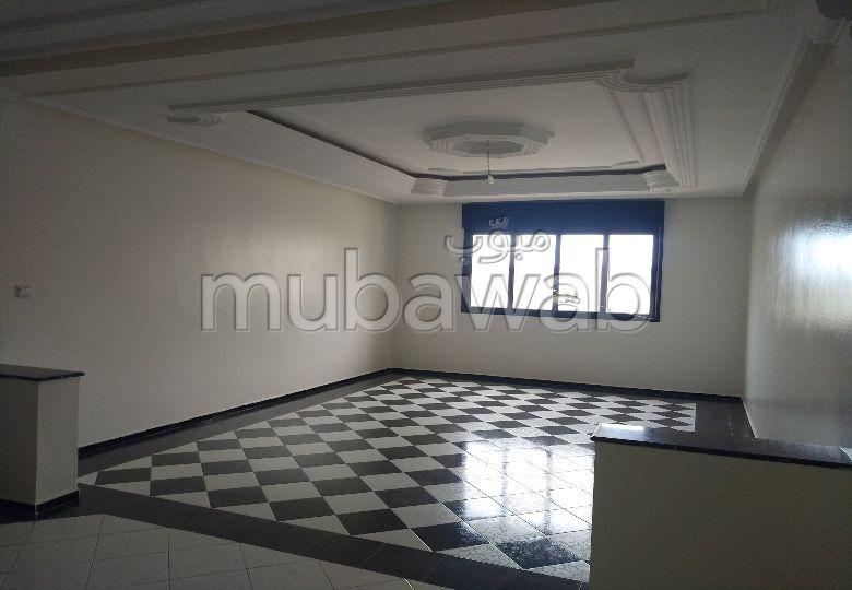 شقة رائعة للإيجار بطنجة. المساحة 90 م². مصعد متوفر.