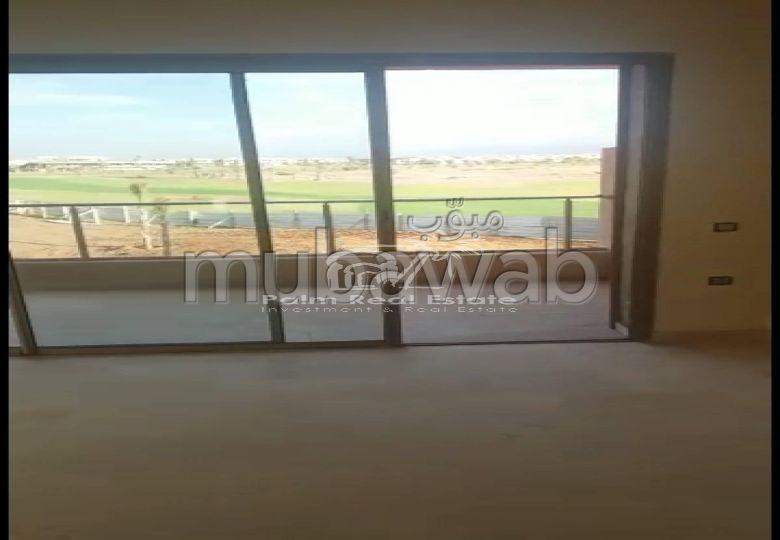 Se vende piso. Gran superficie 75 m². Propiedad con piscina.