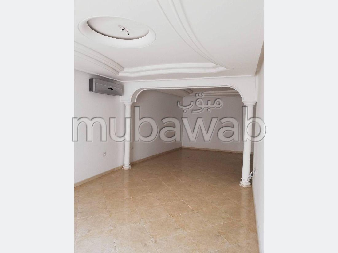 شقة جميلة للبيع بطنجة. 4 قطع مريحة. مع المرآب والمصعد.