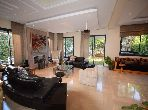 Villa de alto standing en venta en Ain Diab. Dimensión 327 m². Puerta blindada, seguridad implementada.