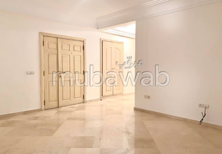 Piso en venta en Triangle d'Or. 4 Dormitorios. Con garaje y ascensor.