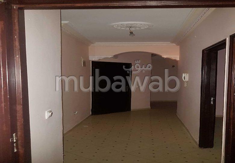 شقة رائعة للبيع ب مغوغة. المساحة 65 م². شرفة جميلة وحديقة