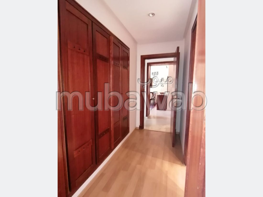 Rent this apartment. 2 Small bedroom. Terrace and lift.