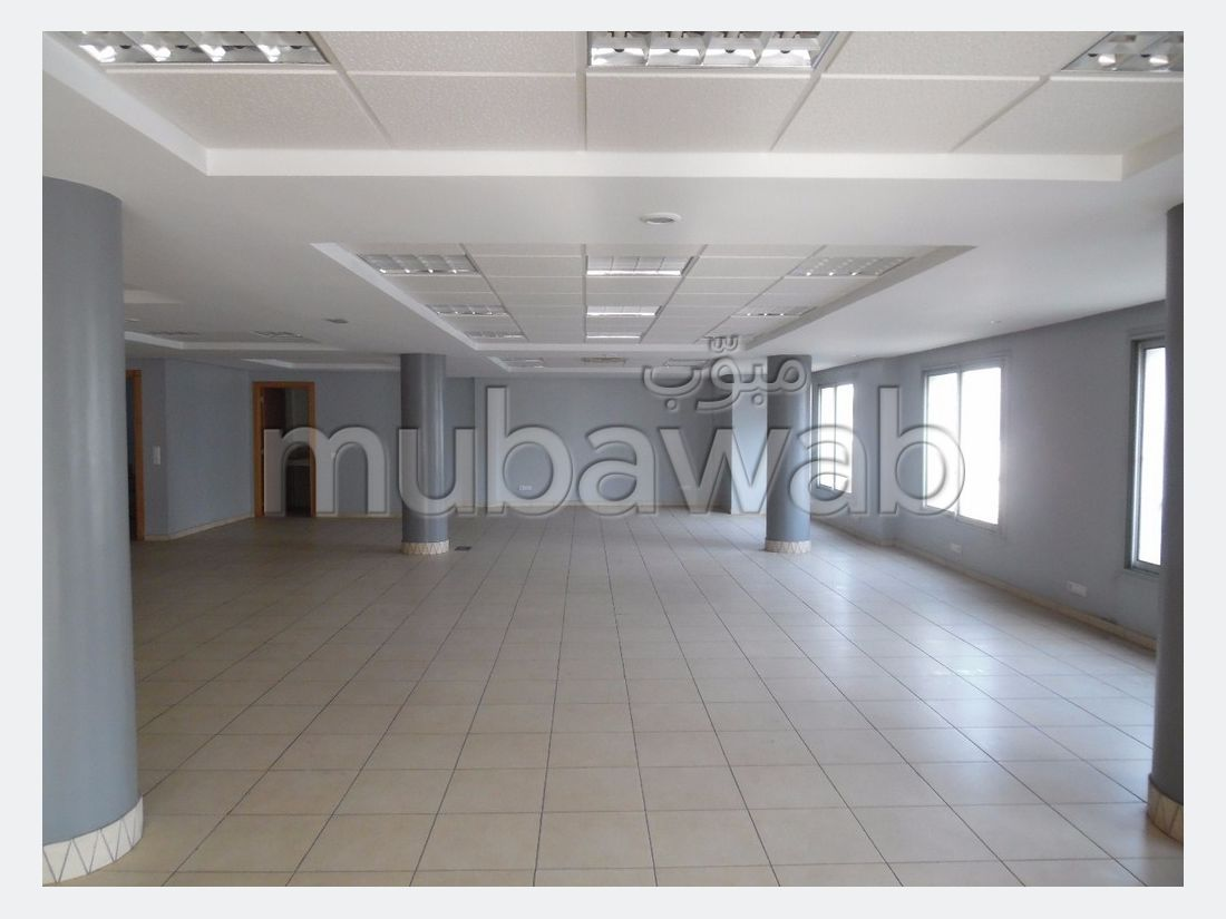 Plateau bureau neuve à LOUER situè à Rabat ville