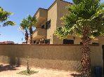 منزل فخم للبيع بطريق أكادير الصويرة. 7 غرف جميلة. صالون مغربي، و خدمة الأمن والحراسة.