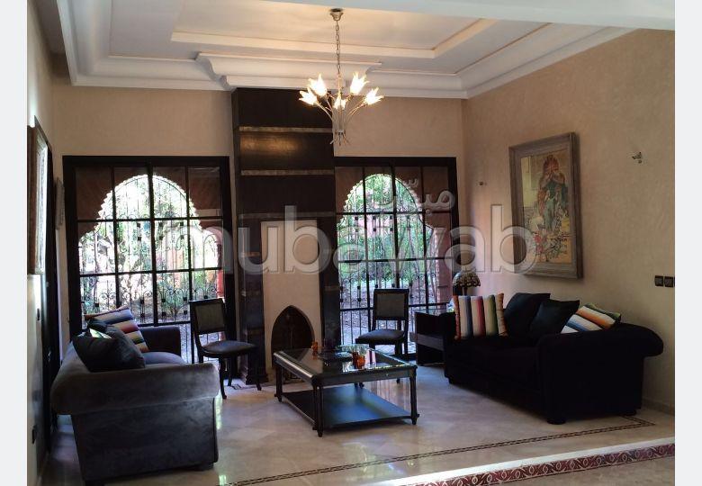شقة رائعة للإيجار بمراكش. المساحة الإجمالية 380 م². شرفة وحديقة.