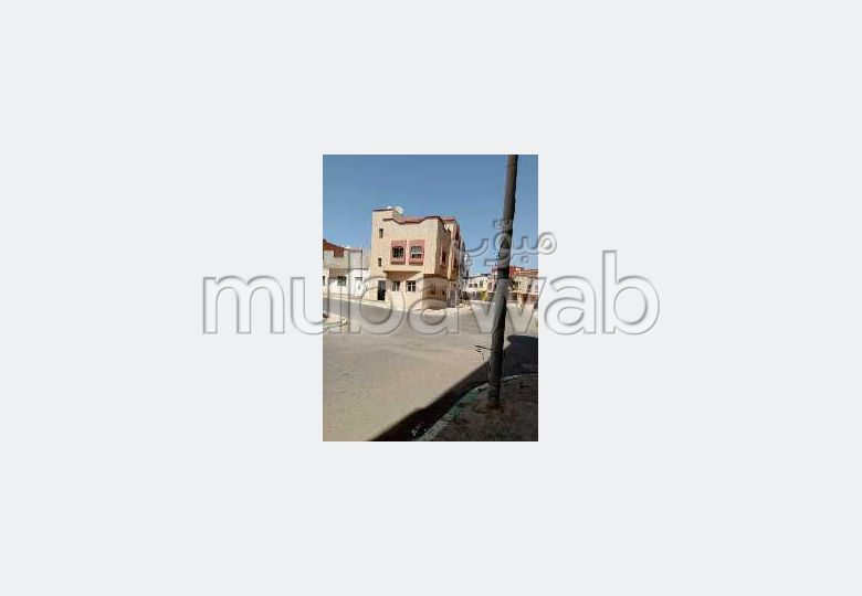 Beautiful house for sale in Maghrib Arabi. 4 large rooms. Parking spaces and terrace.