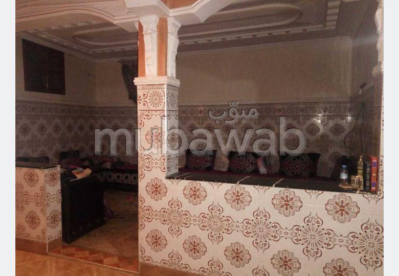 Superbe maison à vendre à Route Amizmiz. 3 pièces confortables.