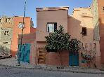 شراء منزل مميز بمراكش. المساحة 180 م². صالة مغربية وصحن فضائي.