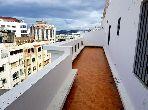 شقة جميلة للبيع بوسط المدينة. 3 غرف رائعة. صالة أصيلة ، طبق الأقمار الصناعية.
