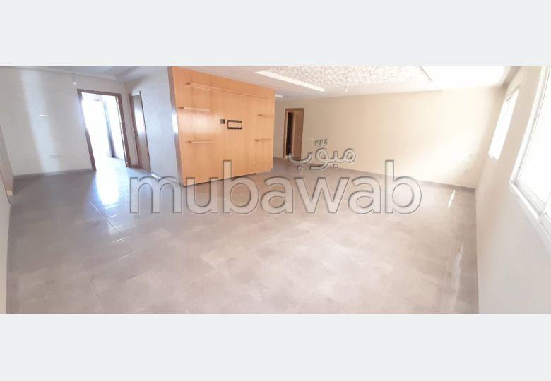 شقة رائعة للبيع بالقنيطرة. المساحة الإجمالية 84 م². موقف سيارات ومصعد.
