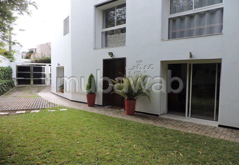 منزل ممتاز للبيع ب لونشون (حي الهناء). المساحة الإجمالية 289 م². أماكن لوقوف السيارات وحديقة جميلة.
