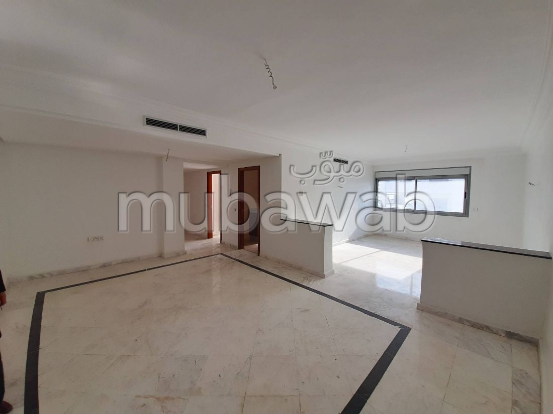 Piso en venta en Centre. Dimensión 106.0 m². Servicio de conserjería, aire condicionado.