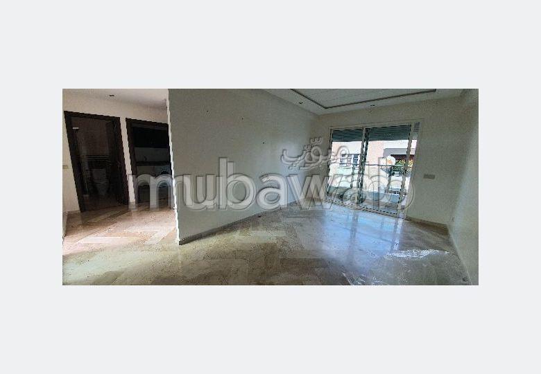 Superbe appartement à louer à Bourgogne Ouest. Superficie 60 m². Terrasse et ascenseur