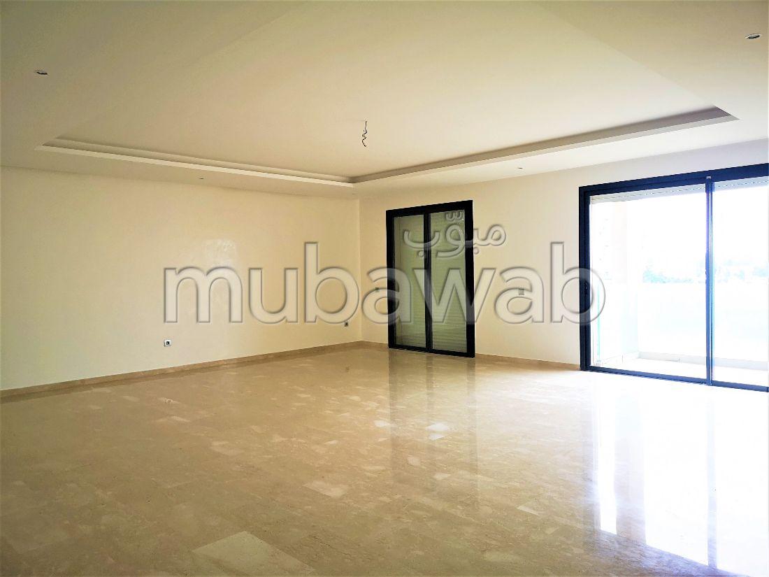 شقة جميلة للبيع بالرياض. 3 غرف جميلة. تتوفر الإقامة على خدمة الكونسياج ونظام تكييف الهواء.
