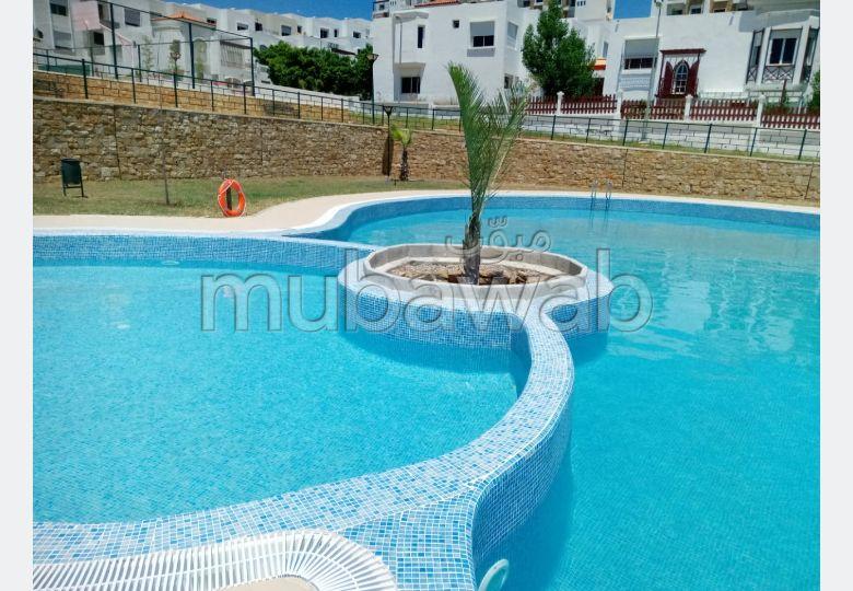 Magnificent villa for sale. Area 193 m². Swimming pool and caretaker service.