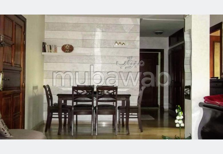 Vend appartement à Roches Noires. Surface totale 95 m². Places de stationnement et terrasse