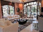 فيلا ممتازة للبيع بالدارالبيضاء. 4 غرف جميلة. المرآب والشرفة.