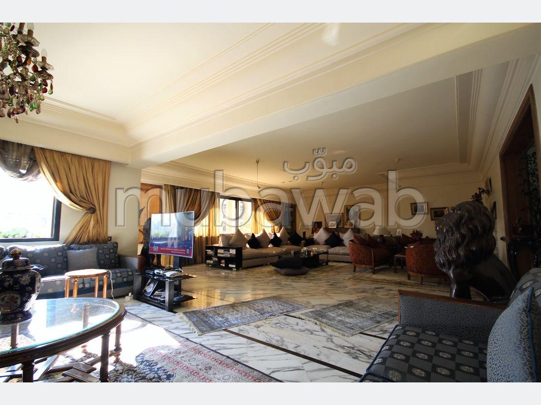 شقة رائعة للبيع براسين. المساحة 346 م². زجاج مزدوج وباب قوي.