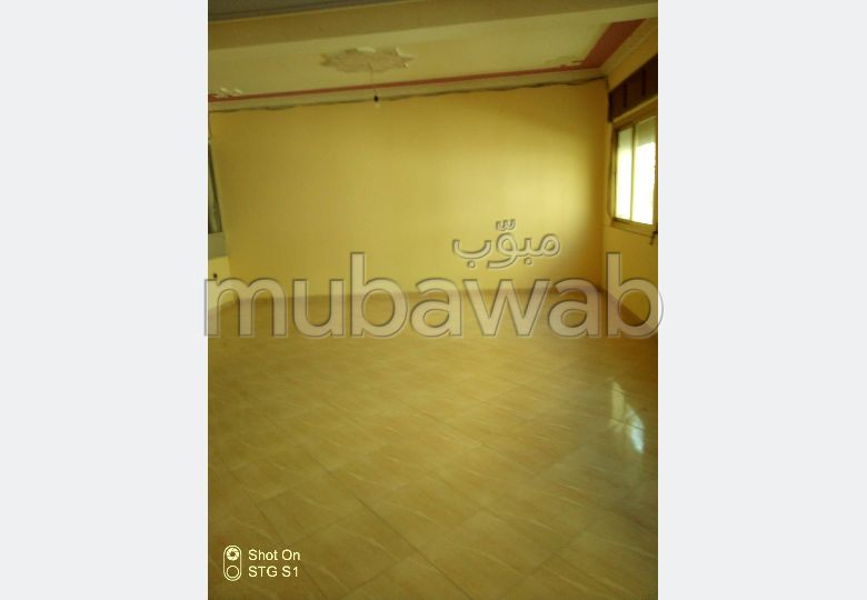 Fabulous apartment for sale in El Majd. 4 large living areas. Large balcony.