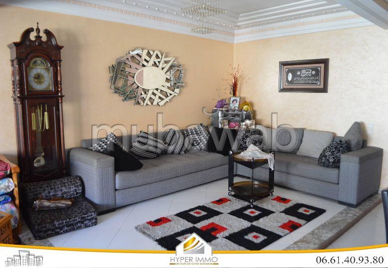 شقة رائعة للبيع ب حي ايت سكاتو. 3 غرف. مرآب.