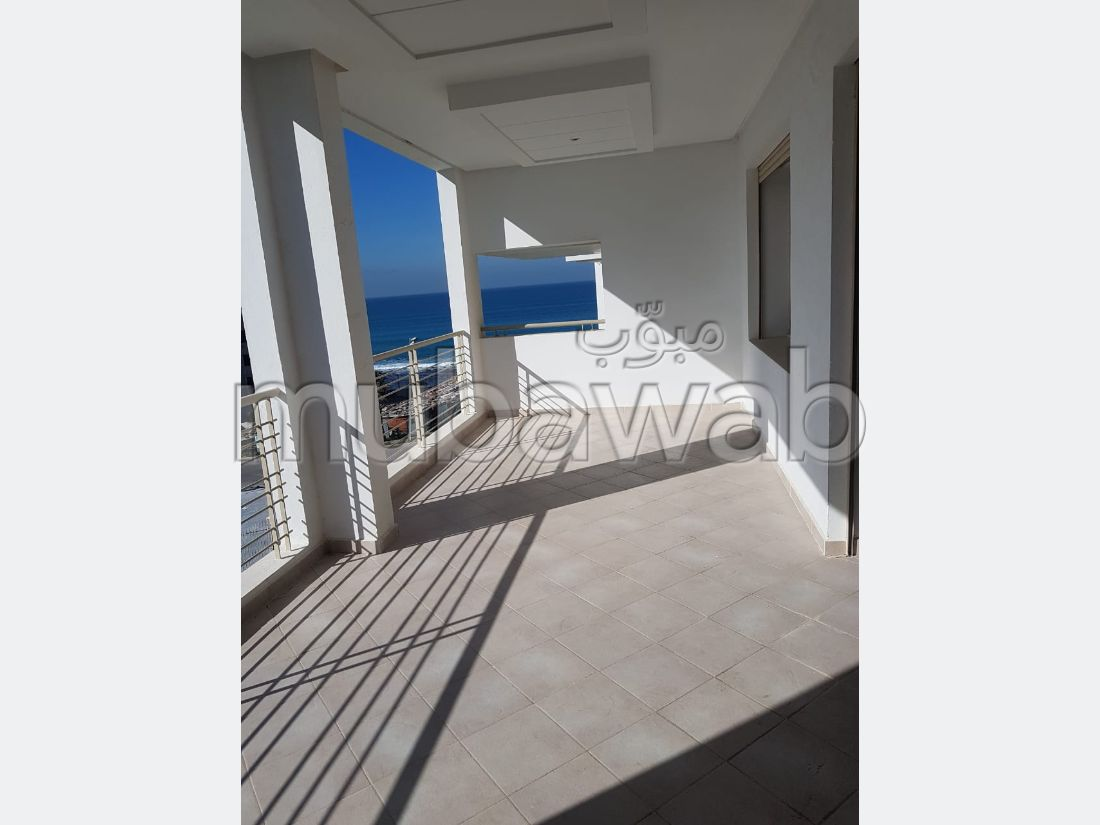 Fabulous apartment for sale in Malabata. Small area 134 m². Cellar, Large terrace.