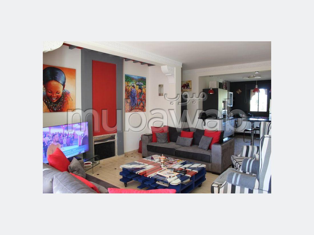 شقة للإيجار بمراكش. المساحة الإجمالية 120 م². مفروشة.