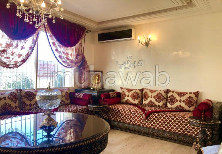 Piso en venta en Nouvelle Ville. 5 Sala de estar. Salón marroquí y antena parabólica.