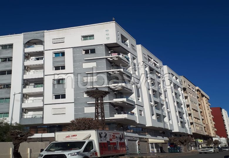 Sale of a lovely apartment in Maamora. Large area 113 m². Carpark and terrace.