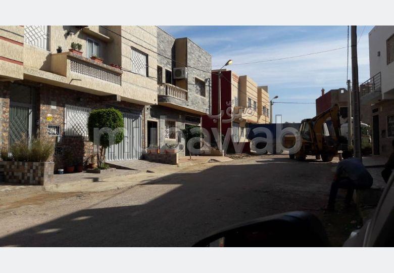Maison à la vente à Dar Bouazza. 1 Pièce. Porte blindée, salon marocain traditionnel.