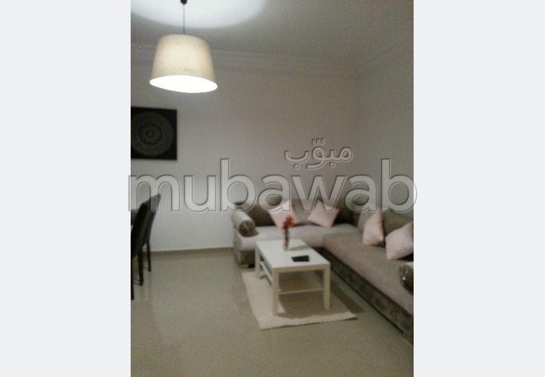 شقة جميلة للبيع بأصيلا. المساحة الإجمالية 50 م². شرفة جميلة وحديقة.
