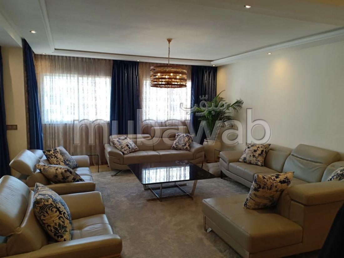 شقة للبيع بالرباط. المساحة الكلية 167 م². مصعد وأماكن وقوف السيارات.