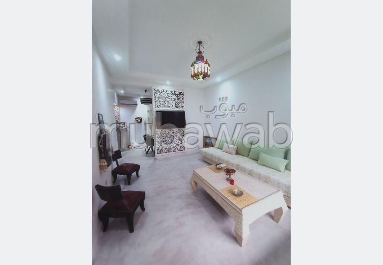 شقة للإيجار بحي الشتوي. 2 غرف. حديقة وشرفة.