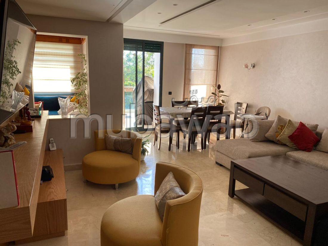 شقة رائعة للبيع ببوسكورة. 8 قطع كبيرة. صالة تقليدية ونظام طبق الأقمار الصناعية.