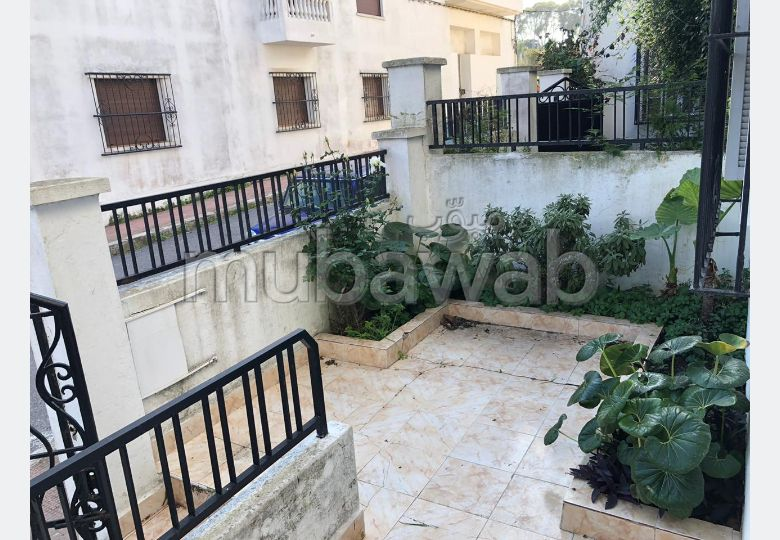 Fabulous house for sale in Marchan. 8 Practice. Parking spaces and garden.