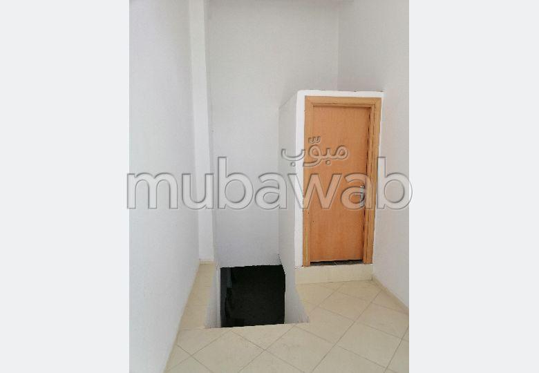 مكاتب ومحلات للبيع ب حي البركة. المساحة 176 م²