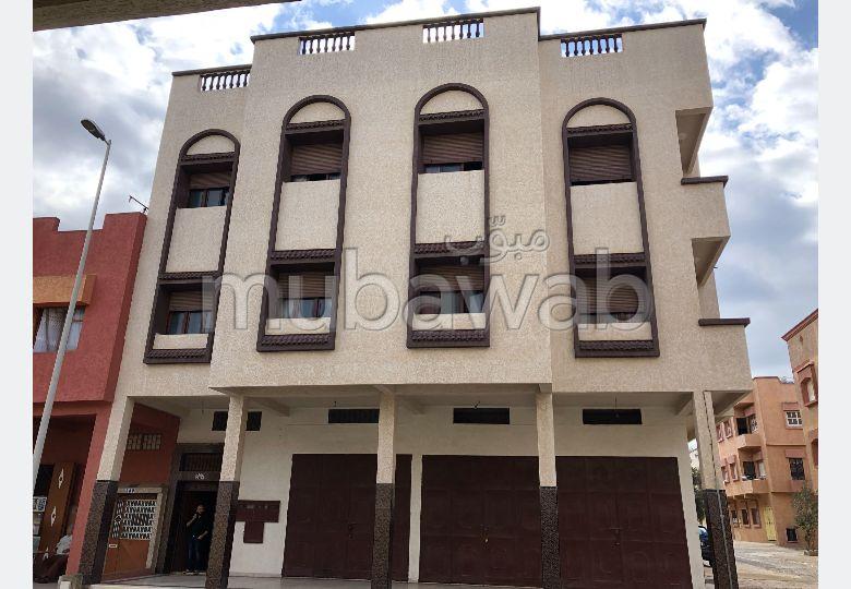 منزل رائع للشراء بالقنيطرة. 10 غرف جميلة. صالة تقليدية ونظام طبق الأقمار الصناعية.