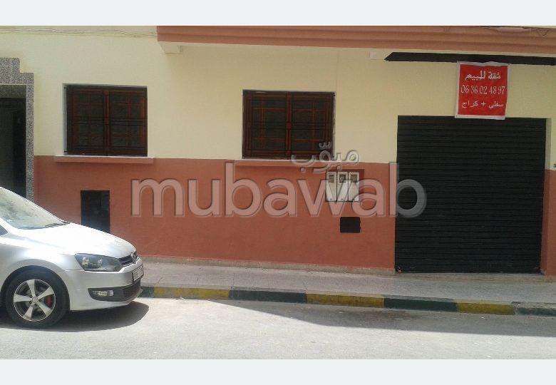 شقة رائعة للبيع بفاس. 3 غرف ممتازة. باب متين ، صالون مغربي.