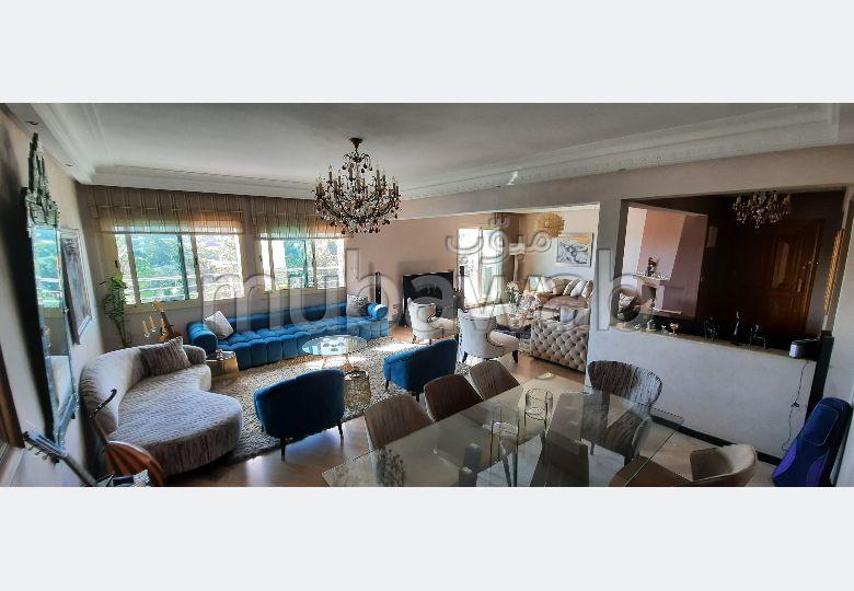شقة جميلة للبيع ب بوركون الغربي. 5 قطع مريحة. شرفة ومصعد.