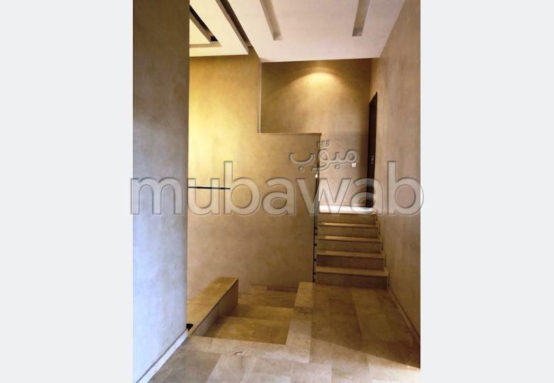 شقة رائعة للايجار بمراكش. 5 قطع. مع مصعد وشرفة.
