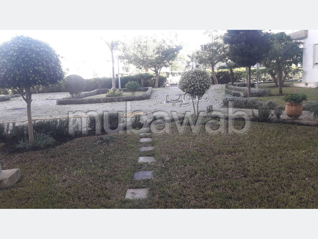Apartment for sale in Marjane. 2 large rooms. Parking spaces and beautiful garden.