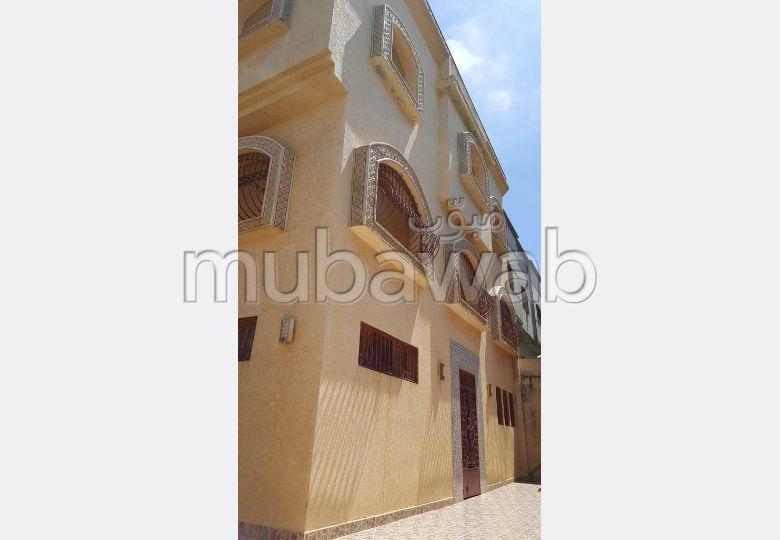 Villa de lujo en venta. 9 Sala común. Plazas de parking y terraza.