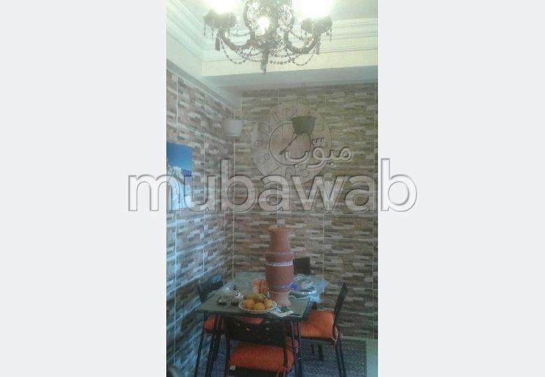 شقة رائعة للبيع ب طنجة سيتي سنتر. 2 قطع. باب متين ، صالة مغربية تقليدية