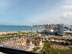 Rent this apartment in Malabata. Dimension 103 m². Sea view, central heating.