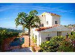 Esplendida villa en venta en Malabata. Superficie 1 140 m². Salón tradicional, residencia segura.