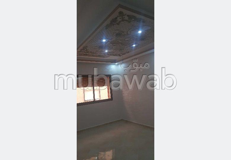 Appartement à vendre à Al Kawtar. 3 chambres agréables.