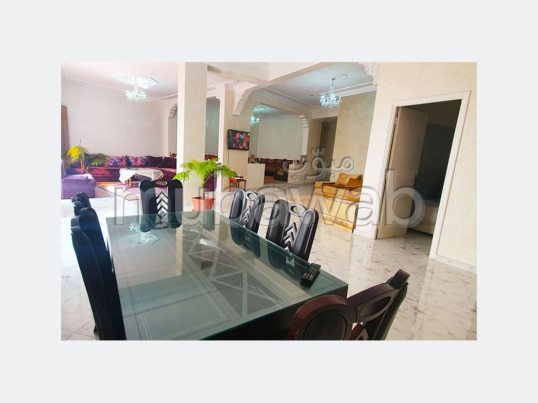 Apartment for sale in Centre. 3 Master bedroom. Cellar, Large terrace.