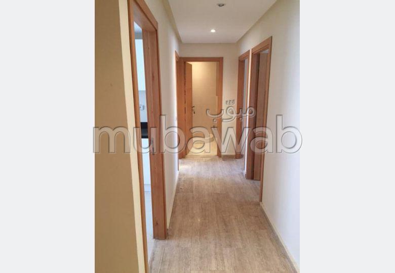 شقة رائعة للبيع بالقنيطرة. المساحة الكلية 70 م². مع المرآب والمصعد.
