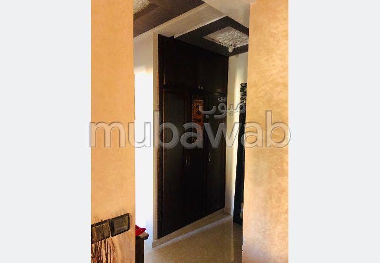 بيع شقة بمراكش. 2 غرف ممتازة. صالة أصيلة ، طبق الأقمار الصناعية.